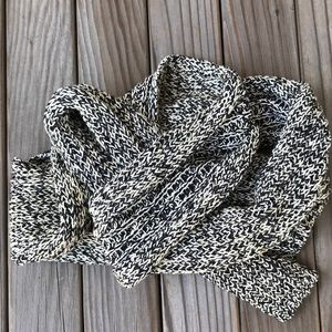 Black and white cotton knit scarf from the Gap